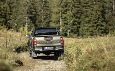 26-Vernieuwde-Toyota-Hilux-meer-power-verbeterde-prestaties-on-en-offroad