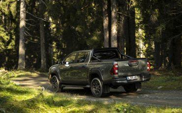 27-Vernieuwde-Toyota-Hilux-meer-power-verbeterde-prestaties-on-en-offroad