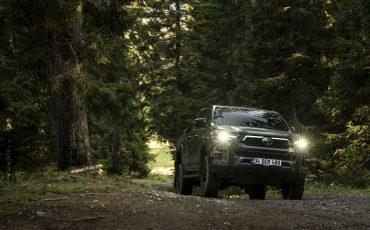 28-Vernieuwde-Toyota-Hilux-meer-power-verbeterde-prestaties-on-en-offroad