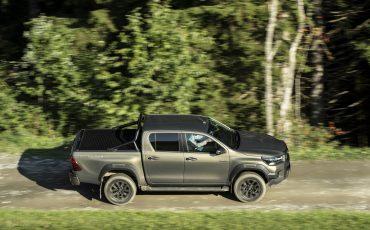29-Vernieuwde-Toyota-Hilux-meer-power-verbeterde-prestaties-on-en-offroad