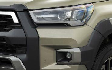34-Vernieuwde-Toyota-Hilux-meer-power-verbeterde-prestaties-on-en-offroad