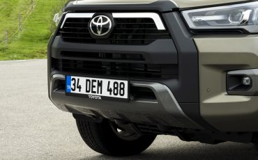 35-Vernieuwde-Toyota-Hilux-meer-power-verbeterde-prestaties-on-en-offroad
