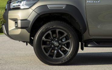 36-Vernieuwde-Toyota-Hilux-meer-power-verbeterde-prestaties-on-en-offroad