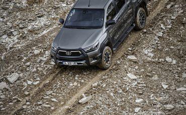 39-Vernieuwde-Toyota-Hilux-meer-power-verbeterde-prestaties-on-en-offroad