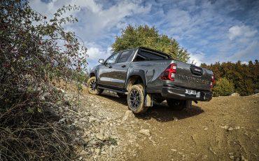 42-Vernieuwde-Toyota-Hilux-meer-power-verbeterde-prestaties-on-en-offroad
