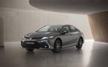 Toyota Camry Hybrid vernieuwd: krachtiger design en verbeterde veiligheidstechnologie