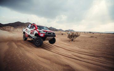 04-Toyota-GAZOO-Racing-weer-op-jacht-naar-Dakar-titel