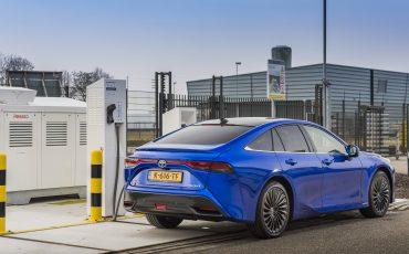 01_Toyota-levert-nieuwe-Mirai-inclusief-eigen-waterstoftankstation