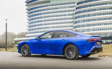 02_Toyota-levert-nieuwe-Mirai-inclusief-eigen-waterstoftankstation