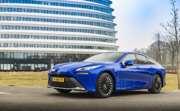03_Toyota-levert-nieuwe-Mirai-inclusief-eigen-waterstoftankstation