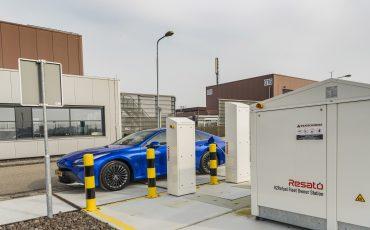 08_Toyota-levert-nieuwe-Mirai-inclusief-eigen-waterstoftankstation
