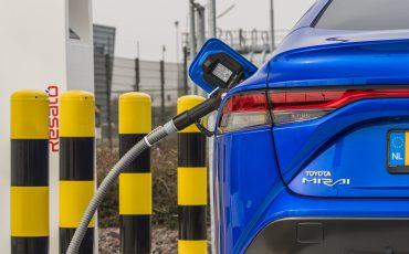 10_Toyota-levert-nieuwe-Mirai-inclusief-eigen-waterstoftankstation
