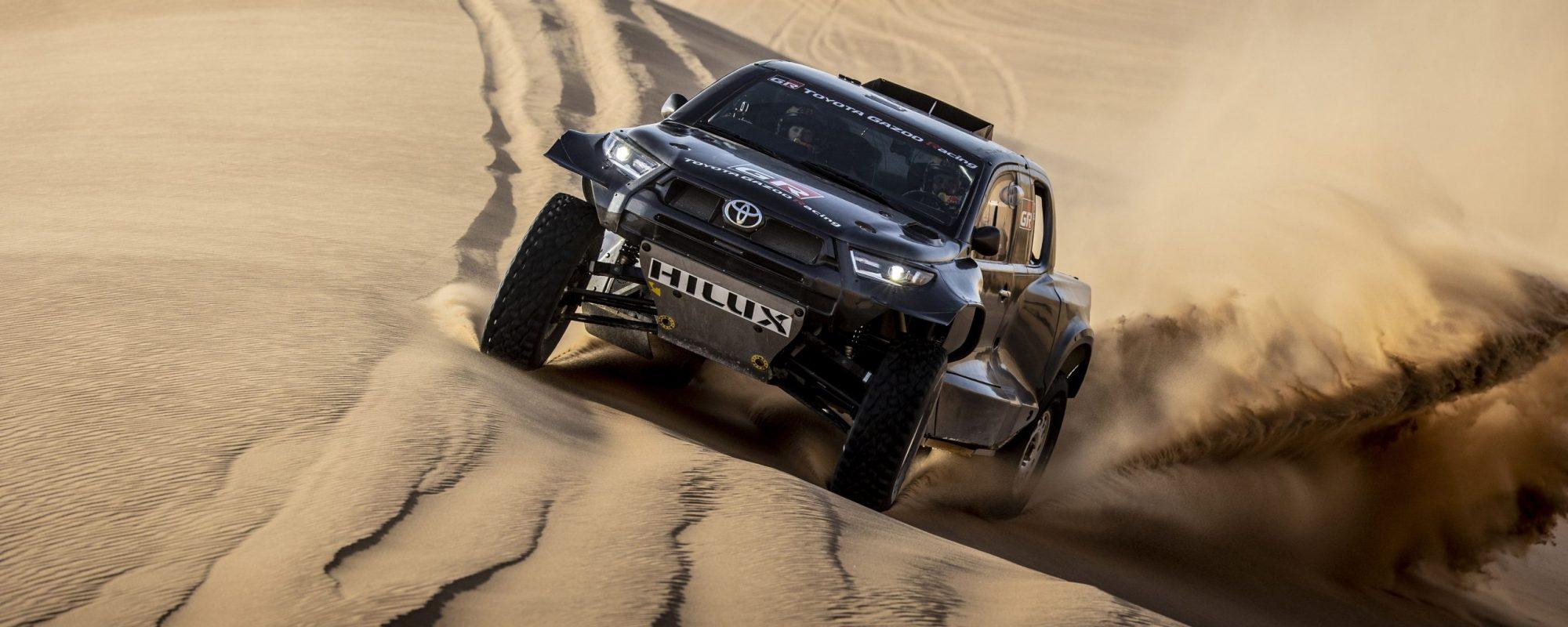 Toyota GAZOO Racing met vier Toyota's Hilux aan de start van de Dakar Rally